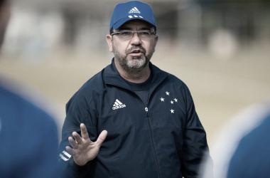 Após culpar diretoria por afastamento de atletas, Enderson Moreira é demitido do Cruzeiro