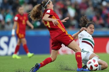 Eva Alonso pelea por un balón en un partido frente a México del pasado Mundial sub 17 | Fotografía: RFEF