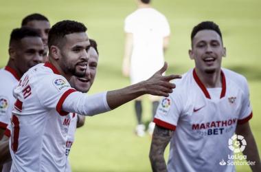 En-Nesyri celebra uno de los tres goles que marcó ante la Real el sábado en el Pizjuán. Foto: LaLiga.