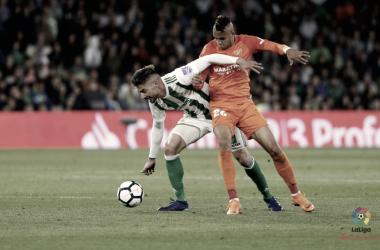 En-Nesyri disputando el balón con Javi García | La Liga