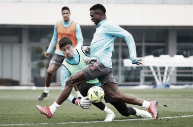 Vinícius y Courtois en el entrenamiento del equipo | Fuente: realmadrid.com