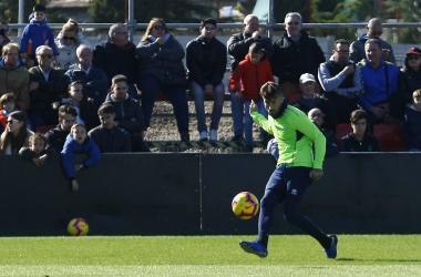 Vadillo durante el entrenamiento a puerta abierta del Granada CF. Foto Antonio L Juárez