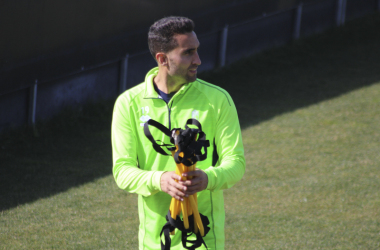 El futbolista Ángel Montoro durante un entrenamiento. Foto: Óscar Yeste.