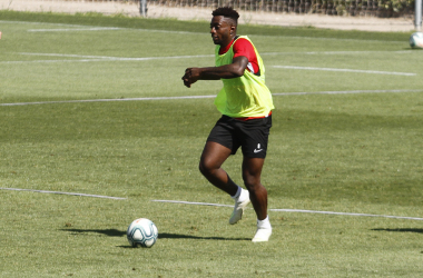 Eteki en un entrenamiento del Granada CF | Foto: María José Ramírez / VAVEL