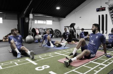 Los jugadores del CD Badajoz entrenando en el gimnasio// Foto: CD Badajoz