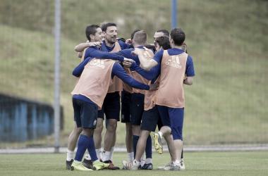 Buen rollo durante el entrenamiento | Imagen: Real Oviedo
