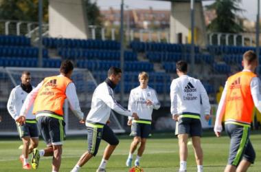 Benzema, Pepe, James y Arbeloa vuelven a entrenar con el grupo
