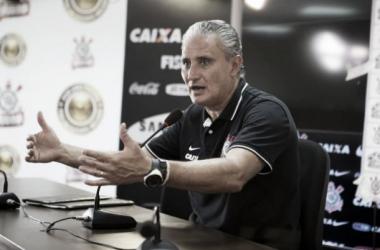 """Tite ressalta ansiedade do time em marcar gols e afirma: """"O objetivo era jogar bem e vencer"""""""