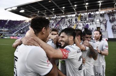 Carles Gil manda a los Revs a la final