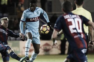 Imagen del último enfrentamiento entre Huesca vs Levante / Twitter: SD Huesca