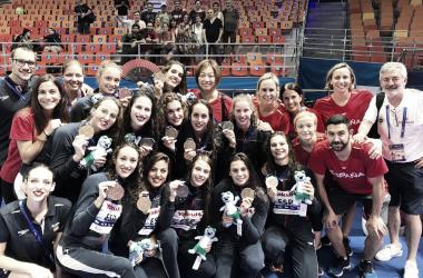 Delegación española de natación artística con la medalla de bronce | Foto: RFEN