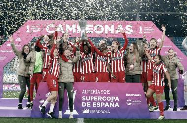 Las jugadoras del Atlético de Madrid en la celebración de la Supercopa de España. / Imagen: Twitter @Atletifemenino