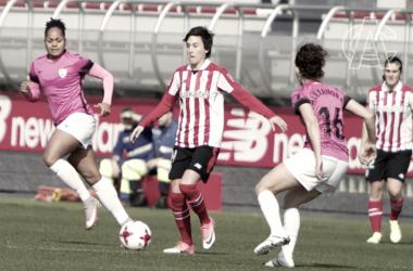 Erika controla un balón ante Ale. | FOTO: Athletic Club