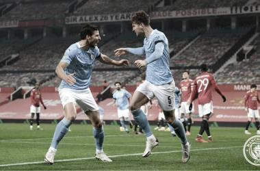 Rúben Dias y Stones firmaron un espectacular encuentro contra el Manchester United / Foto: Twitter @ManCity