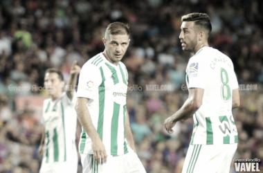 Joaquín Sánchez y Víctor Camarasa, jugadores del Real Betis | Foto: Ernesto Aradilla - VAVEL