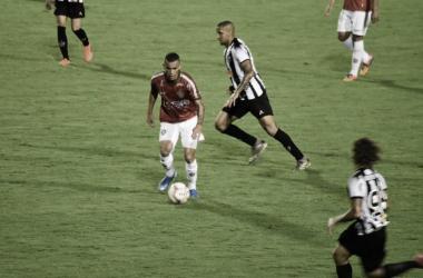 Com chuva, bolas murchas e Victor inspirado, Atlético-MG cede empate ao Boa pelo Mineiro