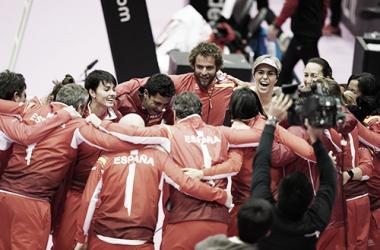 El equipo español al competo celebra el triunfo ante Japón en Fukuoka. Foto: gettyimages.es