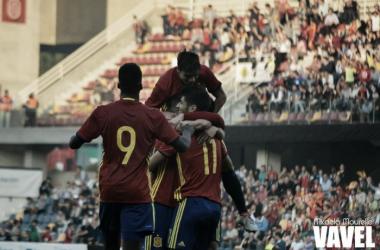 Los jugadores de la sub21 celebran uno de los goles | Foto: Micaela Mourelle - VAVEL