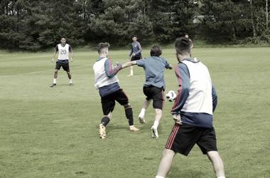 España preparando el partido ante Serbia / Foto: sefutbol