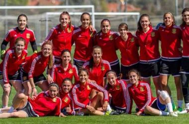 La selección española sub-19, preparada para el reto. | Foto: Juanfra Fotografía.