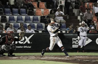 Explota madero felino. (Foto: Liga Mexicana de Béisbol)