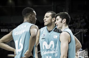 Adams Sola, Dago Peña y Darío Brizuela charlando en una pausa | VAVEL