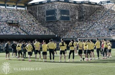 """<p class=""""MsoBodyText"""">Charla durante el entrenamiento / Foto: Villarreal C.F<o:p></o:p></p>"""