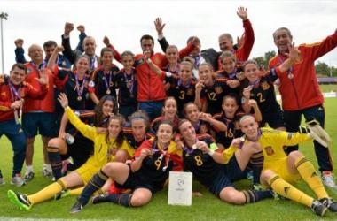 España celebra la medalla de bronce conseguida en el último Europeo.   Foto: uefa.com.