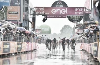 Elia Viviani vince a Iseo. Foto Credit: LaPresse - D'Alberto / Ferrari / Paolone / Alpozzi