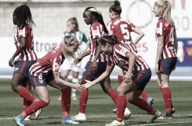 Las jugadoras del Atlético de Madrid en el partido contra el Betis. / Imagen de Twitter @Atletifemenino.