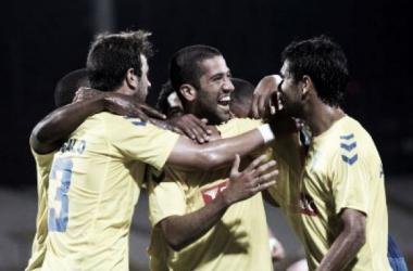Evandro comemora mais um golo com os colegas de equipa (Foto: AFP)