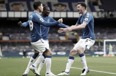 James Rodríguez y Yerry Mina, presentes en el empate ante Liverpool