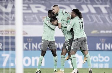 Everton vence Leicester em jogo disputado e se aproxima dos primeiros colocados