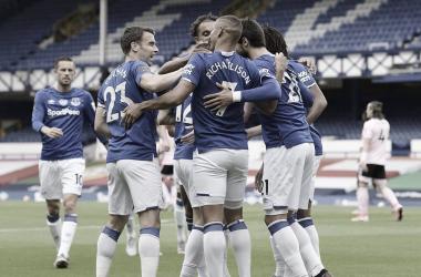 El Everton suma otra derrota para el Leicester