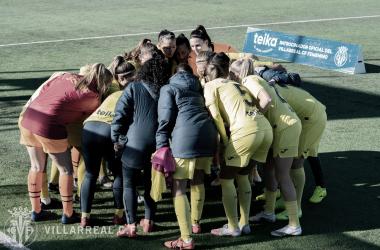 """<p class=""""MsoBodyText"""">Las jugadoras unidas antes de jugar / Foto: Villarreal C.F&nbsp;<o:p></o:p></p>"""
