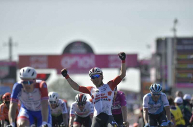 Ewan trionfa a Novi Ligure Fonte foto: Profilo Twitter Giro d'Italia<div><br></div>