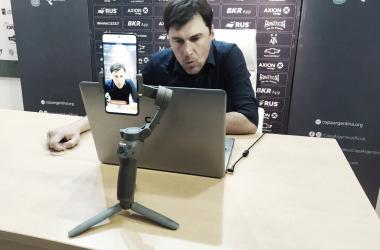 Conferencia de prensa del técnico Alexander Medina. Foto: MundoD