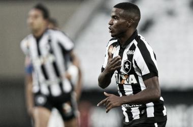 Botafogo renova contrato de atacante Ezequiel até 2022