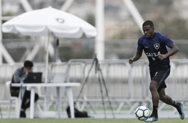 """Ezequiel avalia sua volta ao time titular do Botafogo: """"Acho que fui bem"""""""