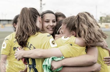 """<p class=""""MsoNormal"""">Las jugadoras abrazadas al finalizar el duelo // Foto: Villarreal C.F&nbsp;<o:p></o:p></p>"""