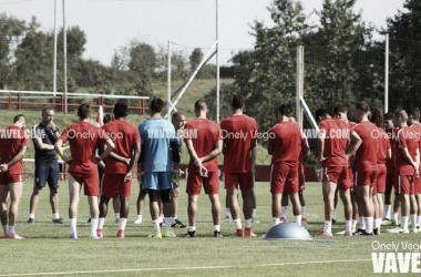 Jugadores del Sporting en una sesión de entrenamiento.   Imagen: Diego Blanco-VAVEL.