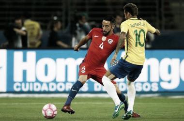 Duas Copas do Mundo e garra defensiva: conheça Maurício Isla, o provável novo reforço do Flamengo