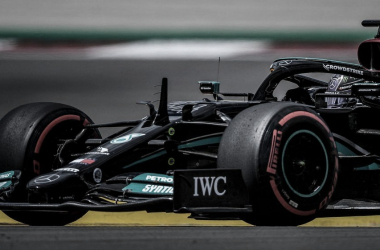 Lewis Hamilton durante los FP2. Fuente: F1
