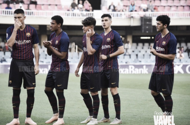 Los jugadores del filial azulgrana en el inicio de un partido | Foto de Noelia Déniz, VAVEL