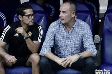 Víctor Fernández con Jose Luis Loreto no el banquillo de La Romareda/ Fto: Andrea Royo VAVEL