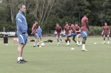 Sergi Barjuan en el primer entrenamiento en La Vall d'en Bas| Foto: FC Barcelona