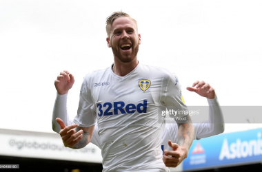 Pontus Jansson of Leeds United celebrates scoring the equalising goal to make the score 1-1 during the Sky Bet Championship match between Leeds United and Brentford at Elland Road on October 6, 2018 in Leeds, England. (Photo by George Wood/Getty Images)