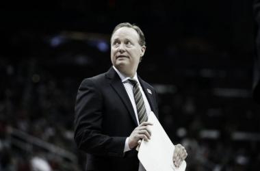Budelnholzer sigue siendo entrenador de los Hawks. Foto: AP Photo