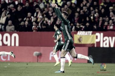 Fabián celebra el 0-1 ante el eterno rival en el histórico derbi de la 'manita' (3-5) | Foto: LaLiga Santander.