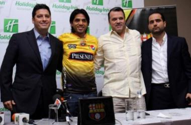 Fabián Vargas con la camisa del Barcelona Foto: Douglas Armijos